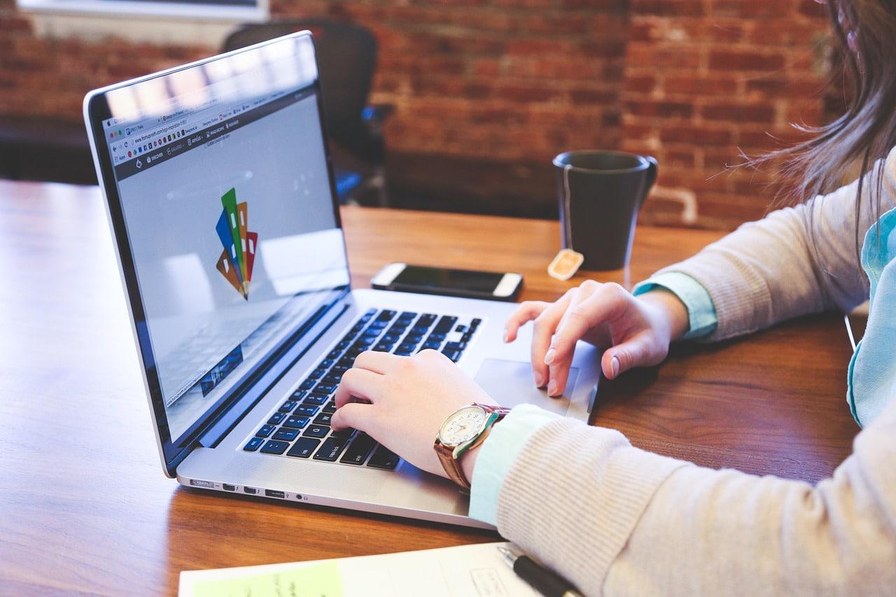 webemy-agence-digitalisée-digital-communication-marketing-ouest-vendee-rennes-nantesvendée etude de marché marketing-market-community-management-gestion-réseaux-sociaux-social-media-digital-charte-graphique-ouestfrance-website-design-business-chiffre-daffaires-ordinateur-informatique-code